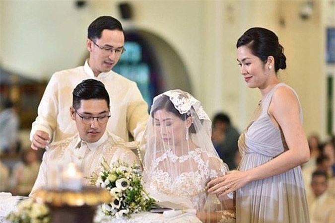Năm 2017, Tăng Thanh Hà dự hôn lễ của chị chồng - của Stephanie Nguyễn tại Philippines khi mang thai con gái thứ hai. Stephanie Nguyễn cảm ơn nữ diễn viên: 'Cảm ơn em đã hướng dẫn chị cách làm một người vợ và một người mẹ'.