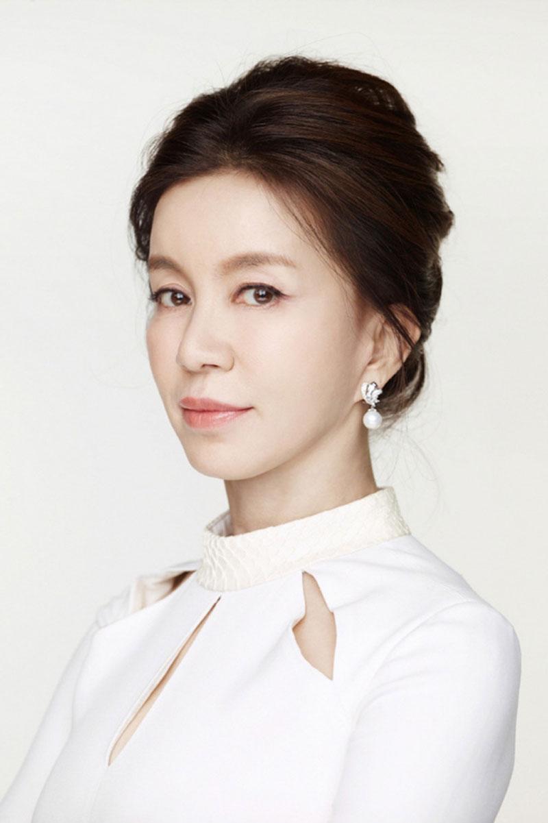 """Nữ diễn viên sinh năm 1960 - Lim Ye Jin chính """"em gái quốc dân"""" thời kỳ đầu."""