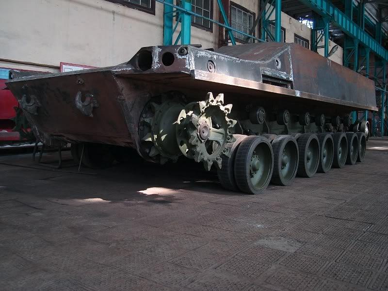 Khung gầm thử nghiệm của xe chiến đấu bộ binh hạng nặng BMP-80. Ảnh: Defence Blog.