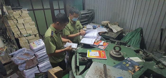 Lực lượng chức năng đã phát hiện và thu giữ hàng tấn sách giả nguồn gốc NXB Giáo dục Việt Nam