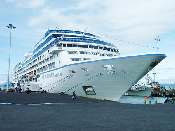 Tàu du lịch biển quốc tế cập cảng Tiên Sa (Đà Nẵng)