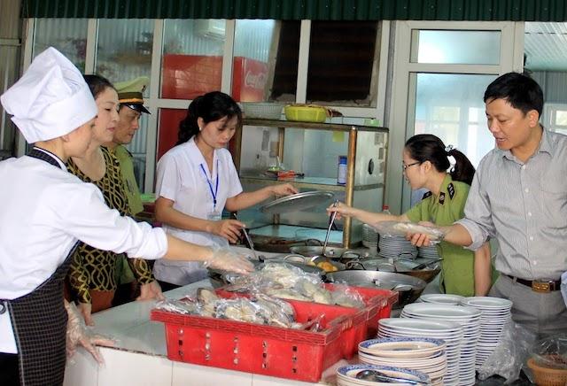 TPHCM: Tăng cường biện pháp phòng chống ngộ độc thực phẩm