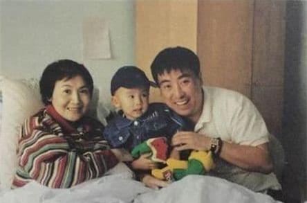 Là diễn viên hạng nhất quốc gia, cô qua đời vì bạo bệnh để lại đứa con trai 2 tuổi, đọc 7 chữ trên bia mộ mà đẫm nước mắt 14