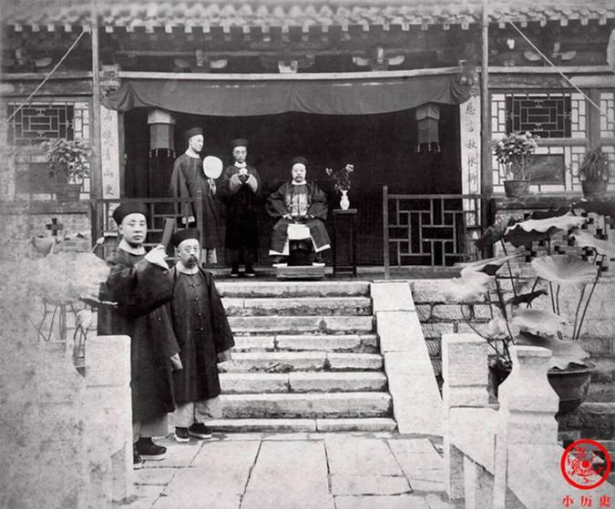 Loạt ảnh thật các vị quan văn võ cuối triều nhà Thanh dưới ống kính của nhiếp ảnh gia phương Tây - Ảnh 1.