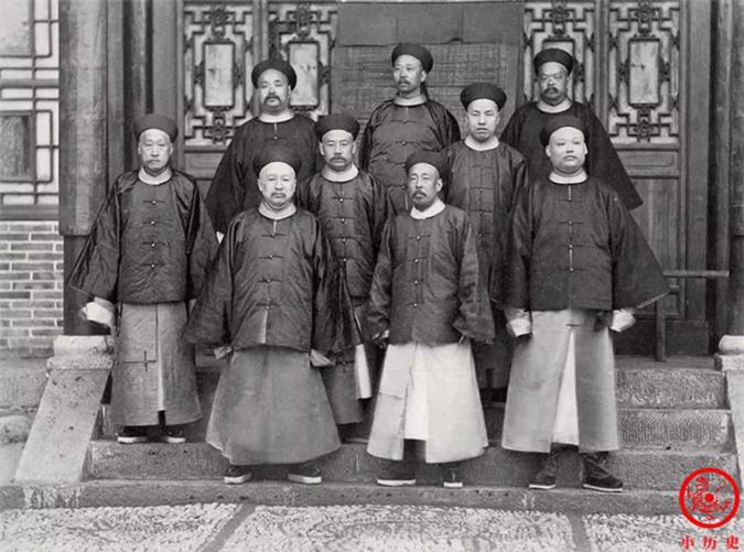 Loạt ảnh thật các vị quan văn võ cuối triều nhà Thanh dưới ống kính của nhiếp ảnh gia phương Tây - Ảnh 9.