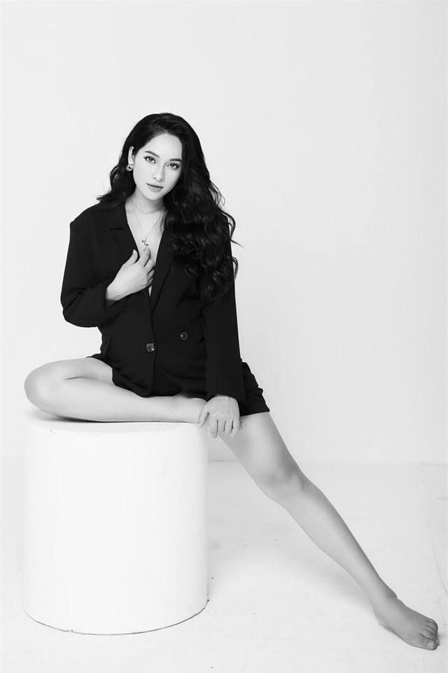 Mang bầu tháng thứ 8, bà xã của Dương Khắc Linh đẹp mặn mà - Ảnh 3.