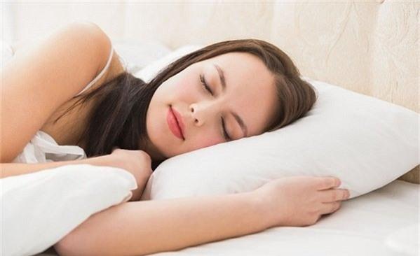 Tư thế ngủ không tốt có thể gây tổn thương tử cung và sức khỏe.