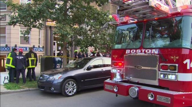 Nữ giảng viên xinh đẹp ở Mỹ chết vì thang máy rơi tự do - Ảnh 2.