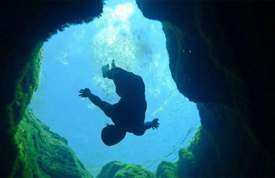 Bí ẩn giếng 'ăn thịt người' thậm chí thợ lặn cũng phải bỏ mạng