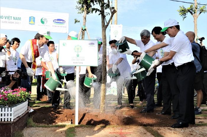 Vinamilk và Quỹ 1 triệu cây xanh cho Việt Nam trao tặng hơn 110.000 cây xanh cho tỉnh Bà Rịa Vũng Tàu.