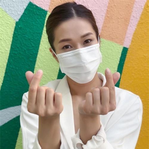 Vài tháng trước, thông tin Chung Gia Hân góp mặt trong dự án mới của TVB gây chú ý. Đầu tháng 7, Hoa hậu Hoa kiều 2004 trở về Hong Kong và thực hiện tự cách ly trong hai tuần.