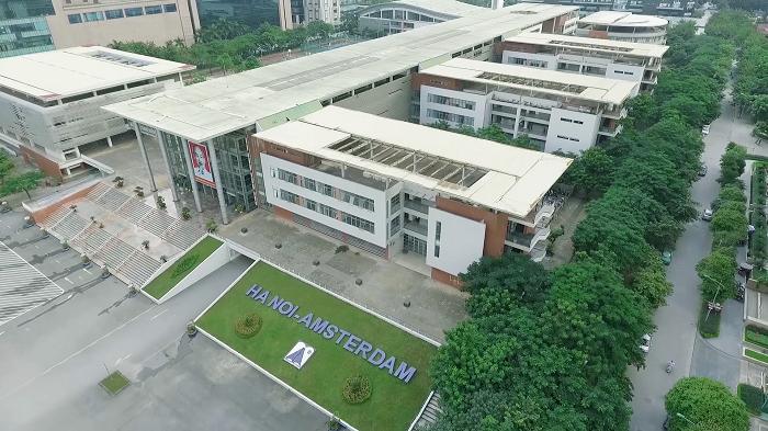 Thảm cây xanh mát ở trường PTTH Amsterdam (Hà Nội) có sự đóng góp của Quỹ 1 triệu cây xanh cho Việt Nam, đây cũng là một trong những địa điểm đầu tiên Quỹ tiến hành trồng cây.