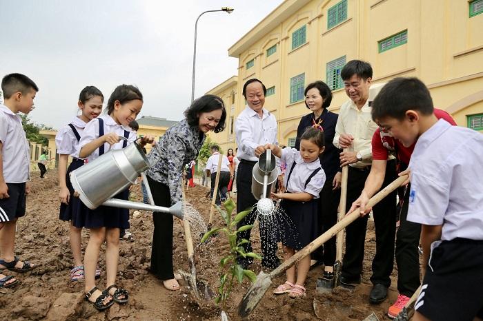 Hoạt động trồng cây xanh sẽ giúp hình thành ý thức yêu quý thiên nhiên và bảo vệ môi trường, đặc biệt là với trẻ em, thế hệ tương lai của đất nước.
