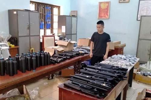 """Phát hiện """"kho"""" vũ khí trái phép ngay tại Hà Nội"""
