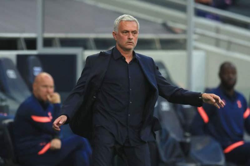 =2. Jose Mourinho (Tottenham Hotspur, khoảng 15 triệu bảng/năm).