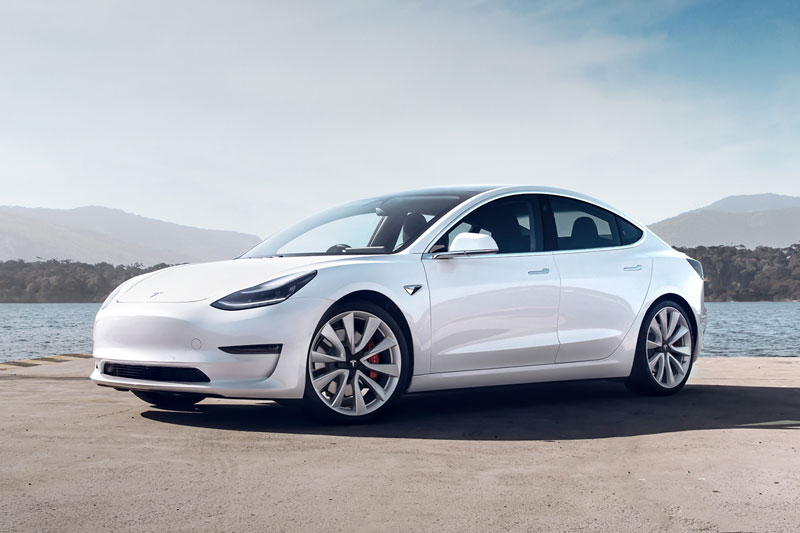 6. Tesla Model 3 (giá khởi điểm: 39.990 USD).