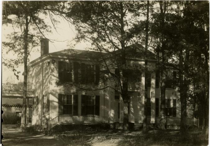 Ngôi nhà bị ma ám bởi chính chủ nhân ngôi nhà, ngài William Faulkner