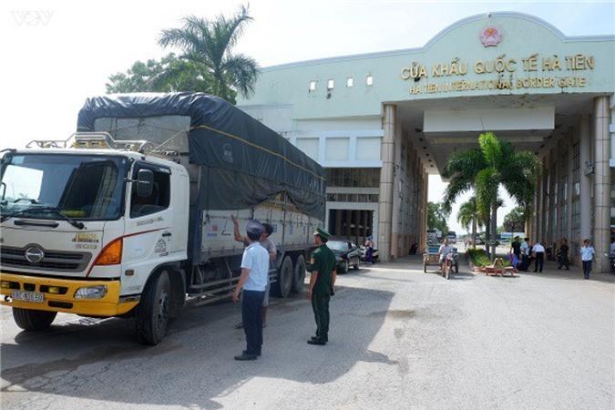 Kiểm tra chuyên ngành tại Cửa khẩu quốc tế Hà Tiên