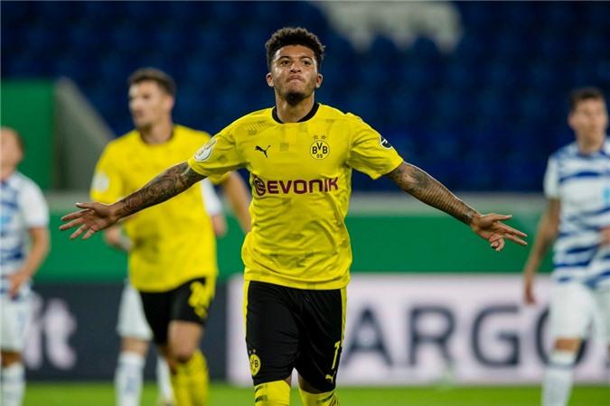 Jadon Sancho đành tiếp tục ghi bàn cho Dortmund trong lúc đợi Man United móc tiền
