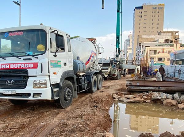 Các đơn vị thi công dự án cải tạo cụm nút giao thông phía Tây cầu Trần Thị Lý đang cố gắng lấy lại thời gian đã mất do dịch Covid-19