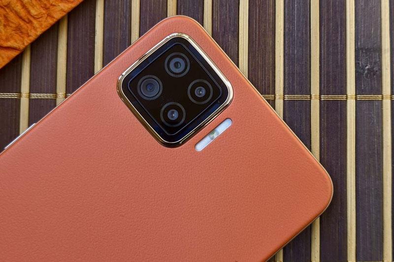 Cận cảnh smartphone RAM 8 GB, sạc siêu tốc, giá rẻ bất ngờ