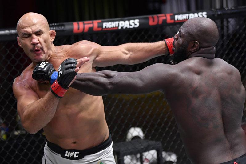 Võ sĩ UFC ra đòn như 'vũ bão' khiến đối thủ lãnh 22 cú đấm trong vài giây