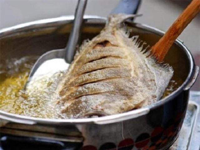 Chuyên gia cảnh báo thói quen nấu ăn dễ mắc ung thư, mới nhắc đến nhiều người giật mình, khiếp sợ - Ảnh 3.