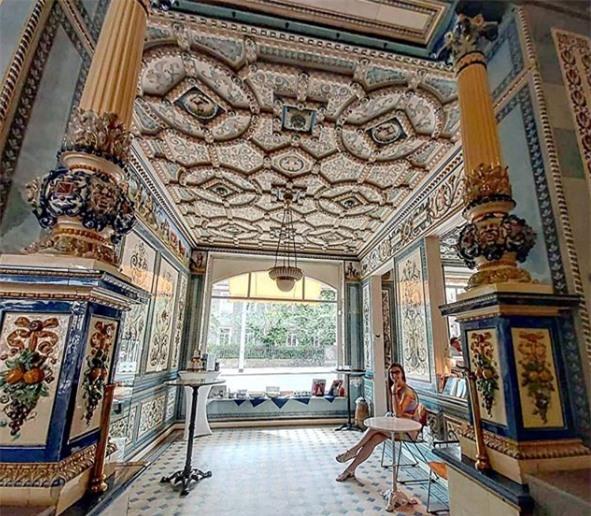 Điều đặc biệt bên trong tòa nhà lộng lẫy như cung điện ở Đức