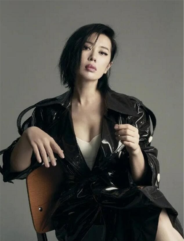 Suýt chút nữa trở thành vợ của Ngô Kinh nhưng lại cam chịu chung sống với đạo diễn 12 năm rồi bị bỏ rơi, nay nữ diễn viên này có giá trị thương mại hơn 13 nghìn tỷ đồng 2
