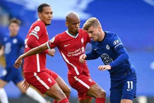 'Kẻ đóng thế' Fabinho khiến siêu trung vệ Van Dijk bị lu mờ