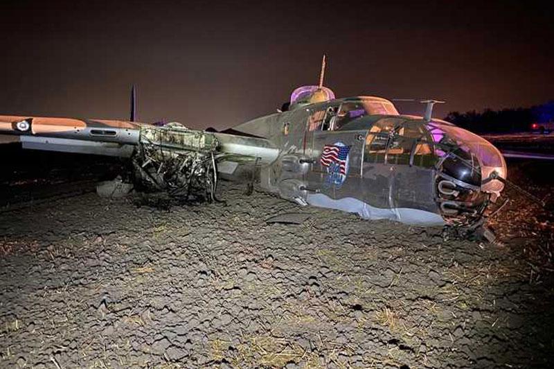 Máy bay ném bom B-25 của Mỹ bất ngờ rơi trong đêm