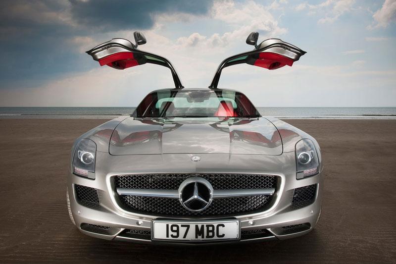 2. Mercedes-Benz SLS AMG.
