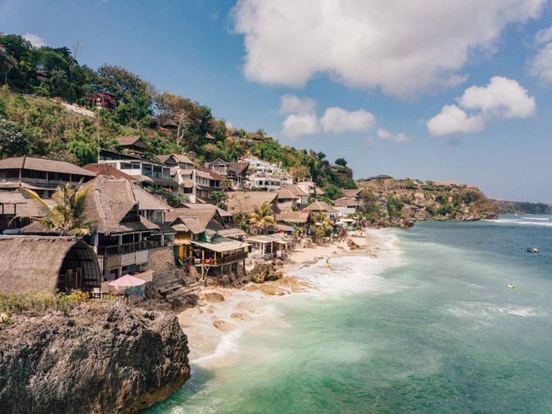 2. Bãi biển Bingin, Indonesia.