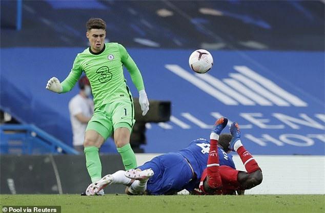 Sai sót của Kepa và hàng thủ đã khiến Chelsea thất bại ngay tại sân nhà