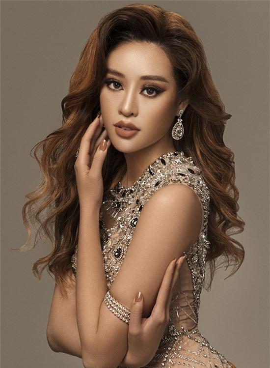 Đây là kiểu trang điểm được nhiều người đẹp yêu thích phong cách quyến rũ, phóng khoáng ưa thích.