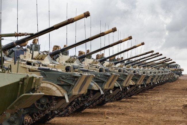 Các xe thiết giáp được huy động tham gia cuộc tập trận Kavkaz-2020. Ảnh: TASS.