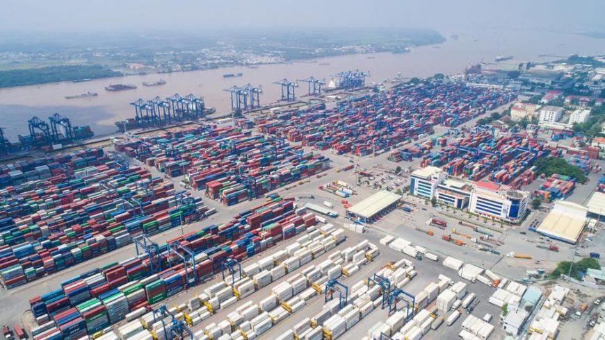 Buộc tái xuất trên 1.000 container phế liệu nhập khẩu không đạt chất lượng. (Ảnh: Cảng Cát Lái, quận 2)