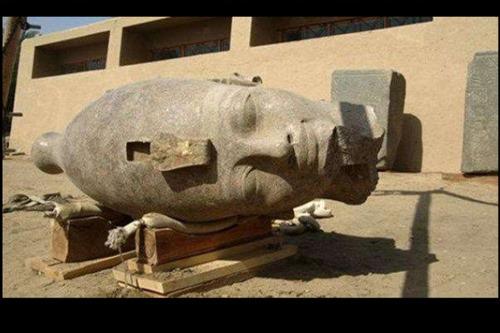 Bí ẩn về phần đầu tượng của vua Amenhotep III