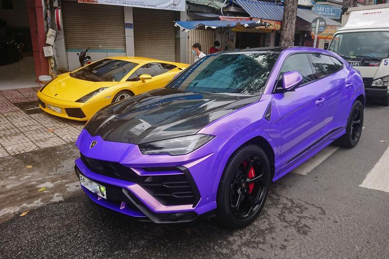 Cận cảnh siêu xe Lamborghini Urus màu tím độc đáo tại Việt Nam