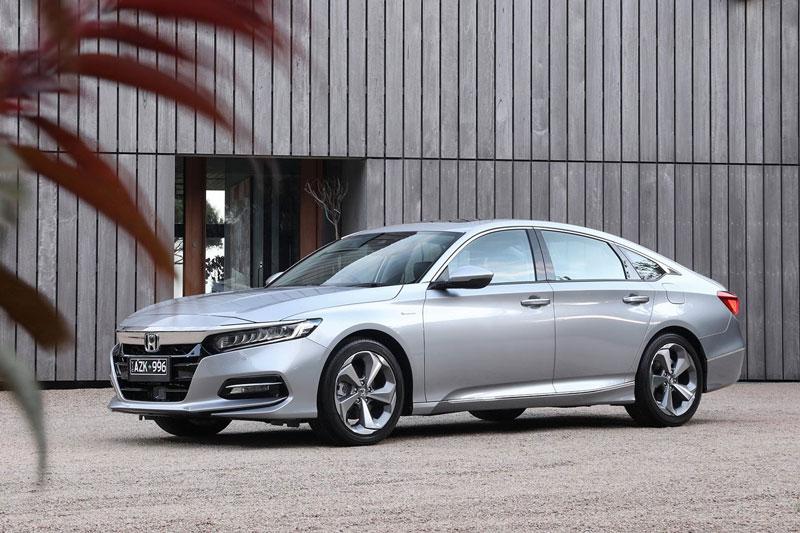 6. Honda Accord 2020 (điểm số: 8,3/10, giá khởi điểm: 24.020 USD).