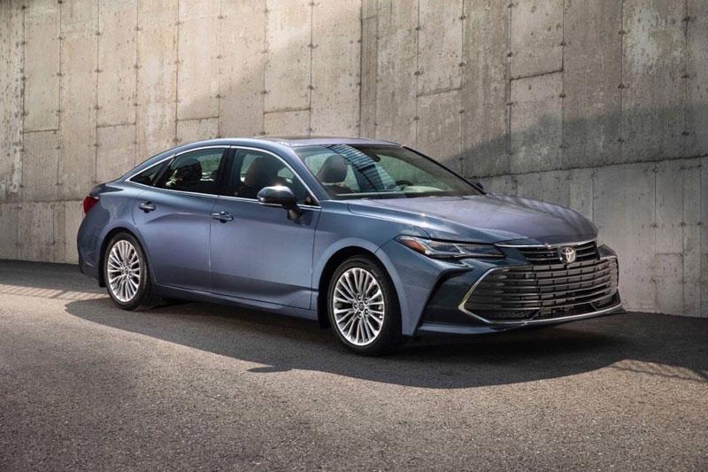 7. Toyota Avalon 2020 (điểm số: 8,3/10, giá khởi điểm: 35.875 USD).
