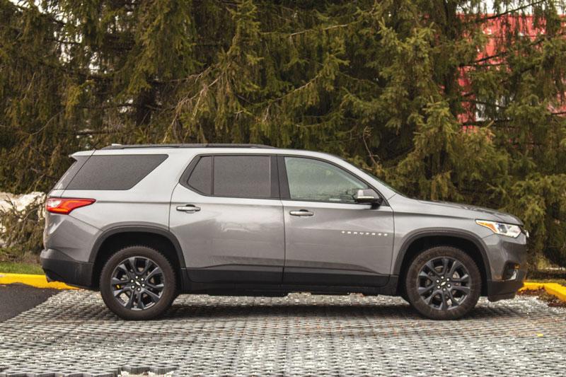 8. Chevrolet Traverse 2020 (giá khởi điểm: 29.800 USD, số chỗ ngồi tối đa: 8).