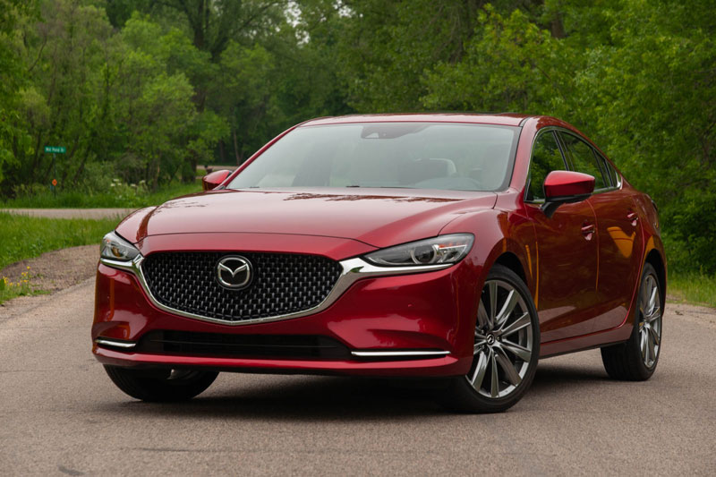 8. Mazda6 2020 (điểm số: 8,2/10, giá khởi điểm: 24.100 USD).