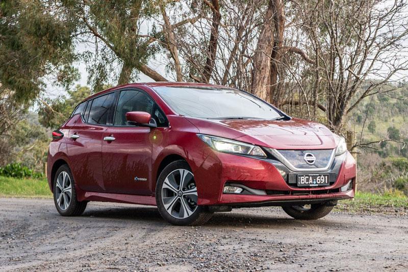 9. Nissan Leaf 2020 (giá khởi điểm: 31.600 USD, quãng đường di chuyển mỗi lần sạc đầy pin: 364 km).