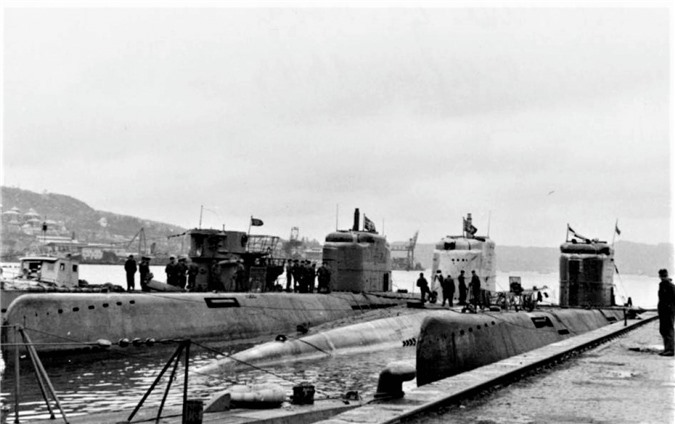 3 chiếc Type XXI và 1 chiếc Type VII tại Bergen (Na Uy); Nguồn: wikipedia.org