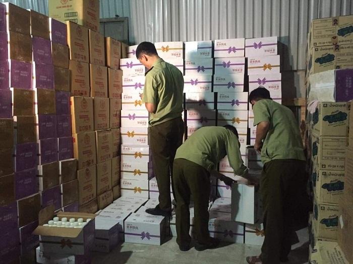Hà Nội: Thu giữ hàng chục nghìn chai sữa chua uống ngoại không chứng minh được nguồn gốc