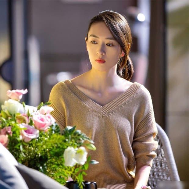Bị con trai của Trương Quốc Lập bạo hành dã man để rồi 'rũ bùn' trở lại đỉnh cao sự nghiệp, bây giờ kết hôn với người chồng hơn 17 tuổi sống cuộc sống ngọt ngào  6