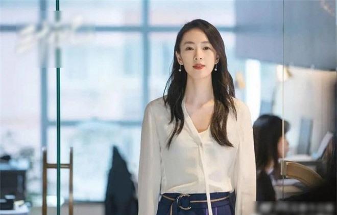 Bị con trai của Trương Quốc Lập bạo hành dã man để rồi 'rũ bùn' trở lại đỉnh cao sự nghiệp, bây giờ kết hôn với người chồng hơn 17 tuổi sống cuộc sống ngọt ngào  8