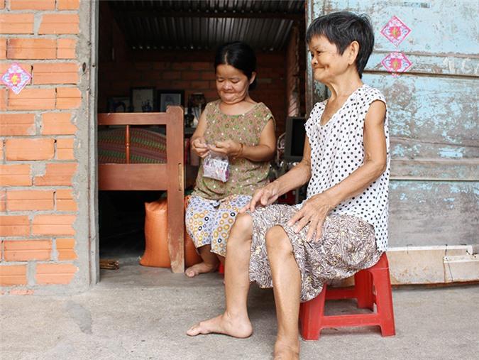 Chuyện tình bi thương của những phụ nữ 'tí hon' ở Tây Ninh