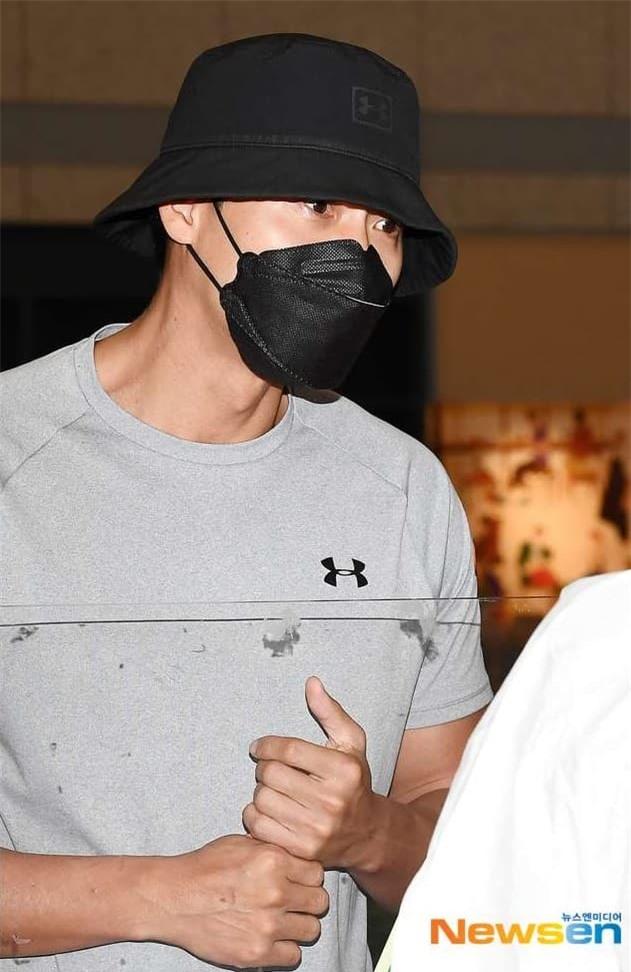 Hình ảnh Hyun Bin trở về Hàn Quốc từ Jordan bất ngờ tố cáo anh đã đính hôn, thực hư là gì? 1